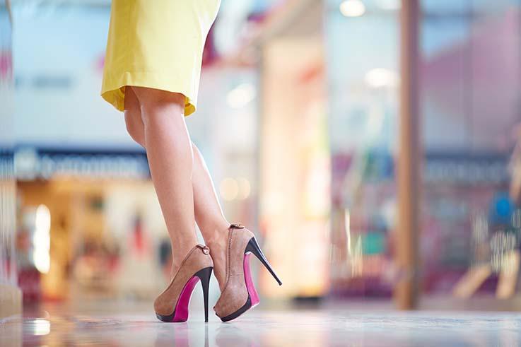 Sapatos inadequados podem culminar em joanetes